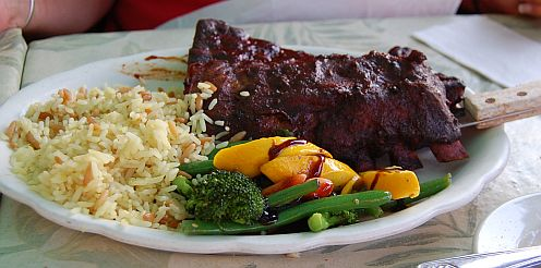Ribs with vegetables and rice