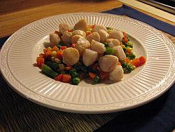 Scallops in a plate with vegetables